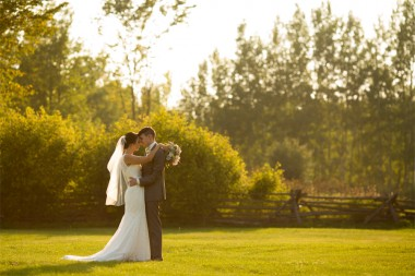 bride_groom_sunset_goldenhour_portrait_rustic_barn_YOW_ottawa_wedding_stonefields_robwhelan